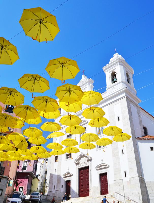 Umbrella Sky Project - Alfama'140
