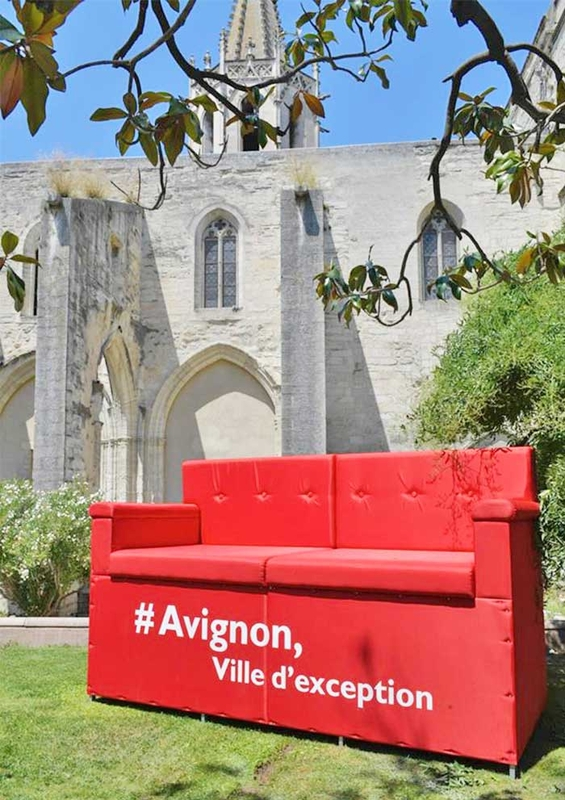 Sofá que encolhe as pessoas - Avignon'17