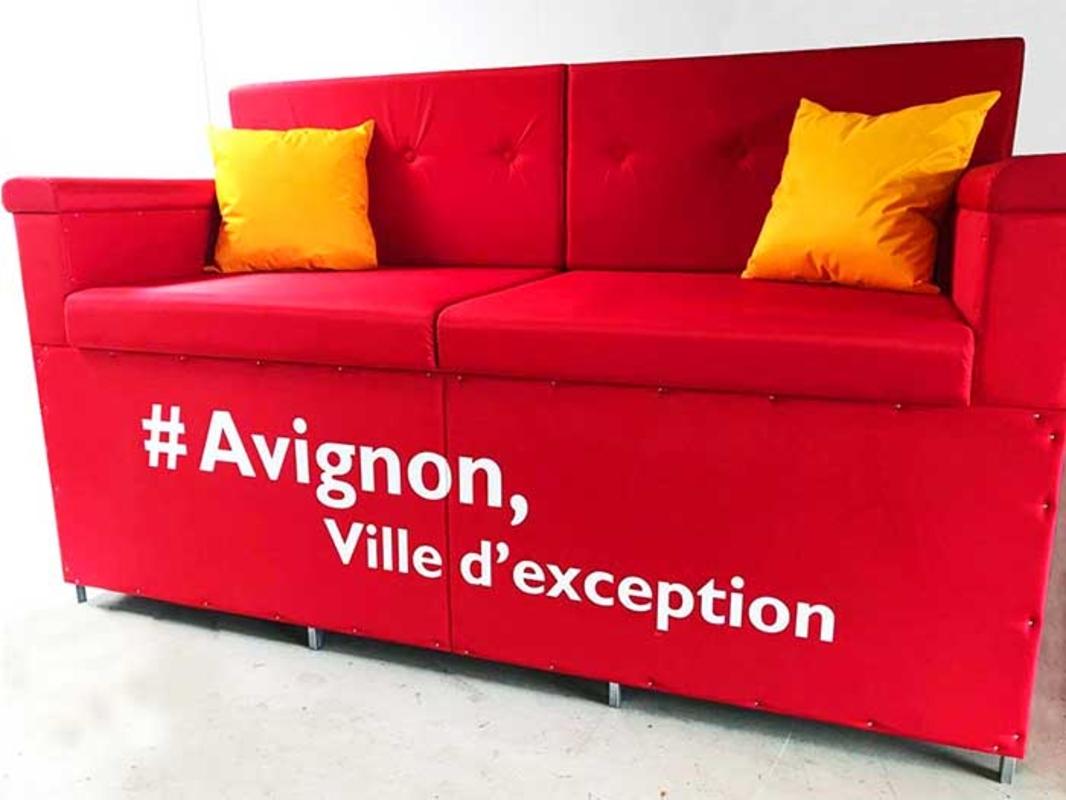 Shrinking People Sofa - Avignon'171