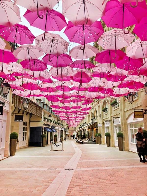Pink Umbrella Sky Project - Paris'202