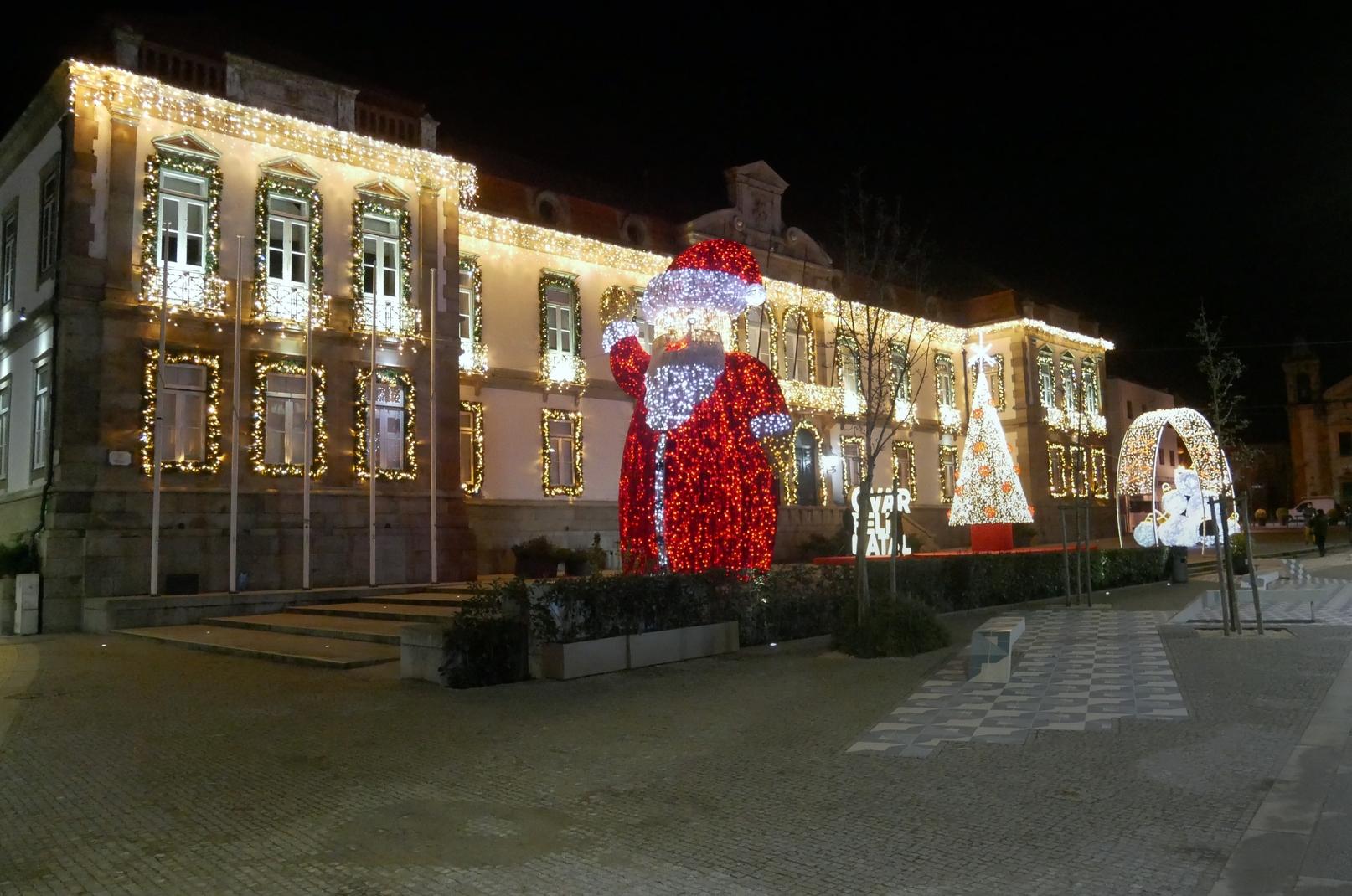 """Centro da cidade de Ovar """"vestido"""" para o Natal"""